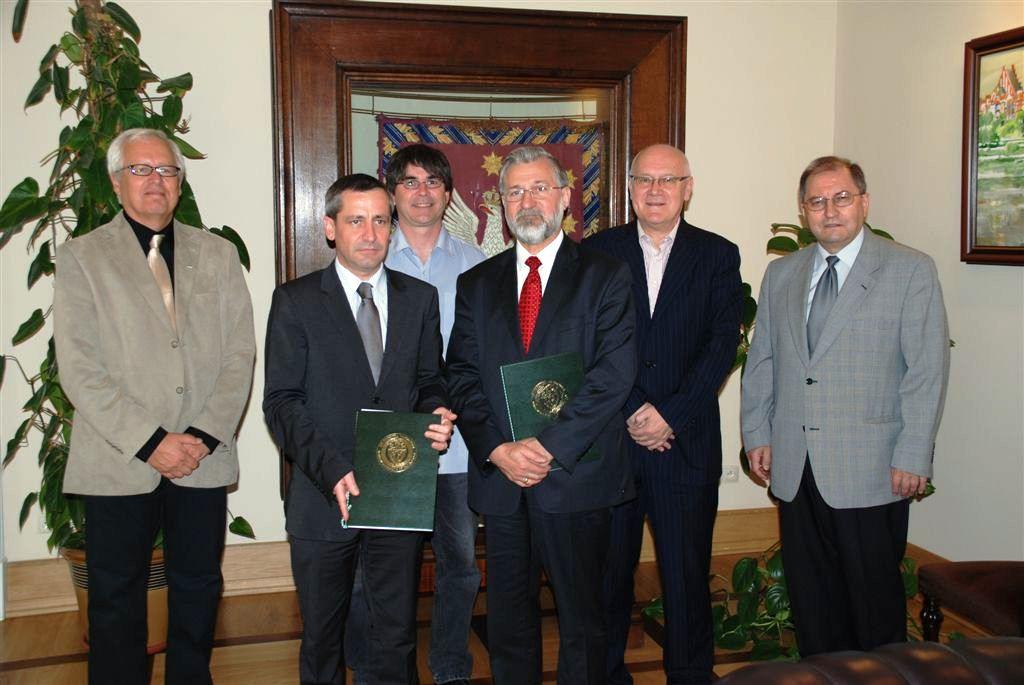 Signature de l'accord en présence de René Le Gall, Directeur de Polytech Nantes et Tadeusz Kulik, Directeur-adjoint de la Recherche à l'Université de Varsovie