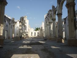 Bâtiment détruit lors du séisme en Haïti