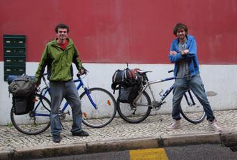 Arnaud et Robin en pleine année universitaire... de césure. Étudiants à Polytech Nantes (Arnaud) et à Polytech Tours (Robin), ils sont devenus «Les Vagabonds de l'Énergie»